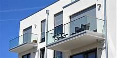 balkon anbauen ohne stützen balkonanbau kosten so berechnen sie den nachtr 228 glichen anbau