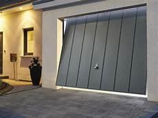 Pour Une Maison Neuve La Porte De Garage Basculante Est