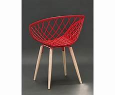 stuhl rot stuhl rot kunststoff stuhl rot mit naturholz stuhlbeinen