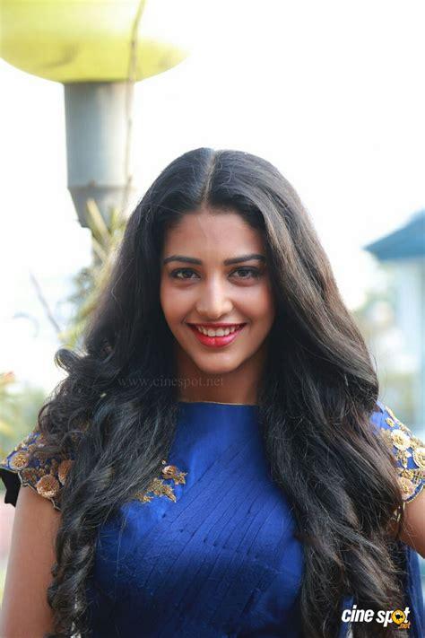 Daksha Nagarkar Wiki