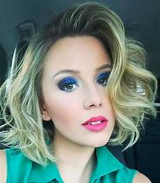 trending style for summer curly wavy hairstyles short