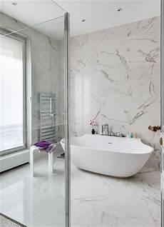 faience marbre salle de bain habill 233 e de marbre blanc une salle de bains intemporelle styles de bain