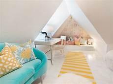 Jugendzimmer Dachschräge Einrichten - jugendzimmer mit dachschr 228 ge modern blau canape gelb