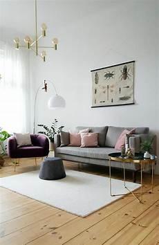 skandinavisches vintage wohnzimmer in hellen farben