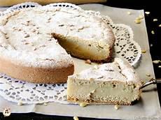 crostata con crema pasticcera fatto in casa da torta della nonna crostata di pasta frolla ripiena di crema pasticcera con pinoli impasto anche