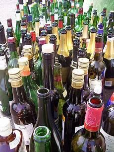 Le Aus Weinflasche - file leere flaschen jpg wikimedia commons