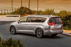 chrysler pacifica 2017 chrysler pacifica drive review motor trend