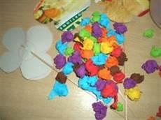 Bunte Krepppapierblumen Basteln Im Kidsweb De