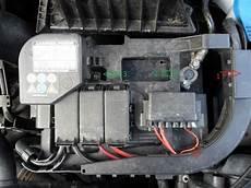 vw touran batterie wechseln batterie1 batterie wechseln anleitung vw fox 203413624