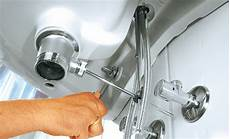 ablaufgarnitur waschbecken montieren waschbecken armatur wechseln kleskab skuffe