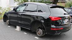 Pol Rbk Bergisch Gladbach Audi Auf Steinen Aufgebockt