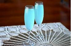 easy cocktail recipe tiffany blue sparkler restless