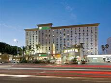 hotels near lax airport with shuttle holiday inn los