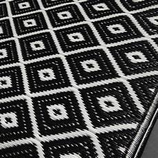 outdoor teppich schwarz weiß outdoor teppich aus kunststoff 120x180 schwarz wei 223