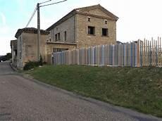 barrière en bois extérieur modele de cloture exterieur