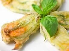 pastella fiori di zucca fiori di zucca ripieni una ricetta molto semplice quanto