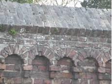 alte ziegelmauer sanieren eine sehr alte ziegelmauer mit schr 195 164 gem bereich oben und