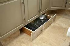plinthe de cuisine comment am 233 nager une cuisine 7 trucs et astuces pour l optimiser