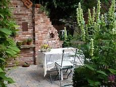 Glasbausteine Im Garten - im trend eine ruine als gartendeko garten garten deko