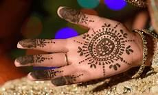28 Gambar Nail Henna Di Tangan Richi Wallpaper