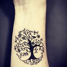 tatouage arbre de vie poignet cochese