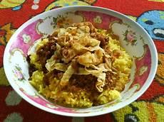 Nasi Kuning Sebuah Hubungan Ucritisme