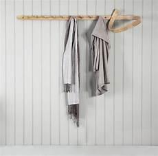 design wandgarderobe aus holz coat loop tom raffield