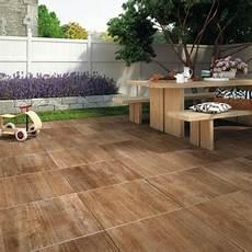 carrelage de terrasse imitation bois carrelage pav 233 dalle b 233 ton naturelle et