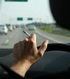 Royaume Uni Bient 244 T Une Interdiction De Fumer Au Volant