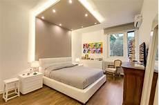 faretti in da letto da letto con elementi moderni e contemporanei