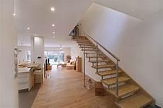 treppe mit geländer treppe aus holz glas und metall der tischlerei