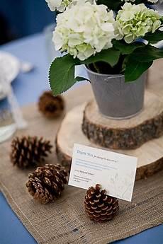 holzscheiben deko selber machen 25 budget friendly rustic winter pinecone wedding ideas