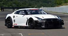 nissan unleashes 2013 gt r nismo gt3 racer with numerous