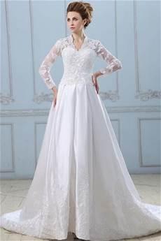 robe de mariée dentelle manches longues robe de mari 233 e dentelle d 233 collet 233 en v avec manches