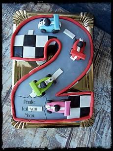 gateau circuit voiture gateau circuit de voitures en forme de chiffre prunille fait show