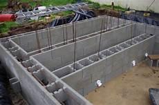 montage et coulage des blocs a bancher