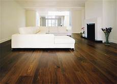 pavimento marrone abbinare arredo e pareti con pavimento marrone scuro