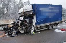 Autobahn A3 Unfall Heute - t 246 dlicher unfall auf a8 bei pforzheim transporter kracht