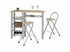 ensemble style avec table haute de bar mange debout