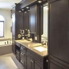 vanite de salle de bain en bois massif avec comptoir de