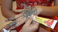 Contoh Henna Simple Di Telapak Tangan