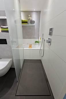 Moderne Kleine Badezimmer - ideen f 252 r kleine b 228 der die dusche als durchgang