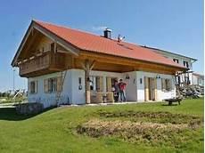 bungalow im landhausstil projekt eigenheim baufamilie geirhos und ihre almh 252 tte 2
