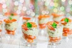 apéritif léger et original shrimp cocktail glasses stock photos images pictures