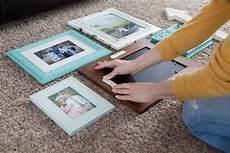 bilder aufhängen schnur 6 methoden f 252 r bilder aufh 228 ngen ohne bohren