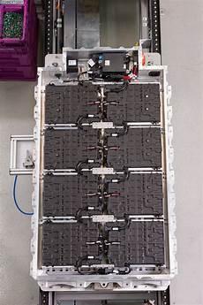 batterien f 252 r elektroautos bmw und samsung seite an seite