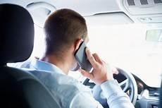 Gef 228 Hrliches Telefonieren Im Auto Vom Konsumentenschutz