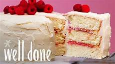 Himbeer Quark Kuchen - vanilla buttercream frosted cake with raspberry curd
