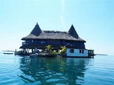Das Haus Das Mitten Im Wasser Steht Einfach Mal Meer Sehen