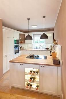 küche mit holz moderne landhauskueche wei 223 klassisch holz kueche